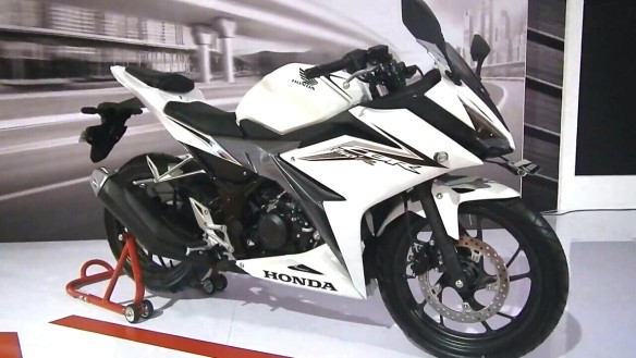 new-cbr150-warna-putih