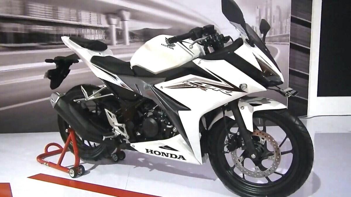 Berikut Pilihan Warna ,Harga Honda New CBR150R Dan Simulasi Kreditnya