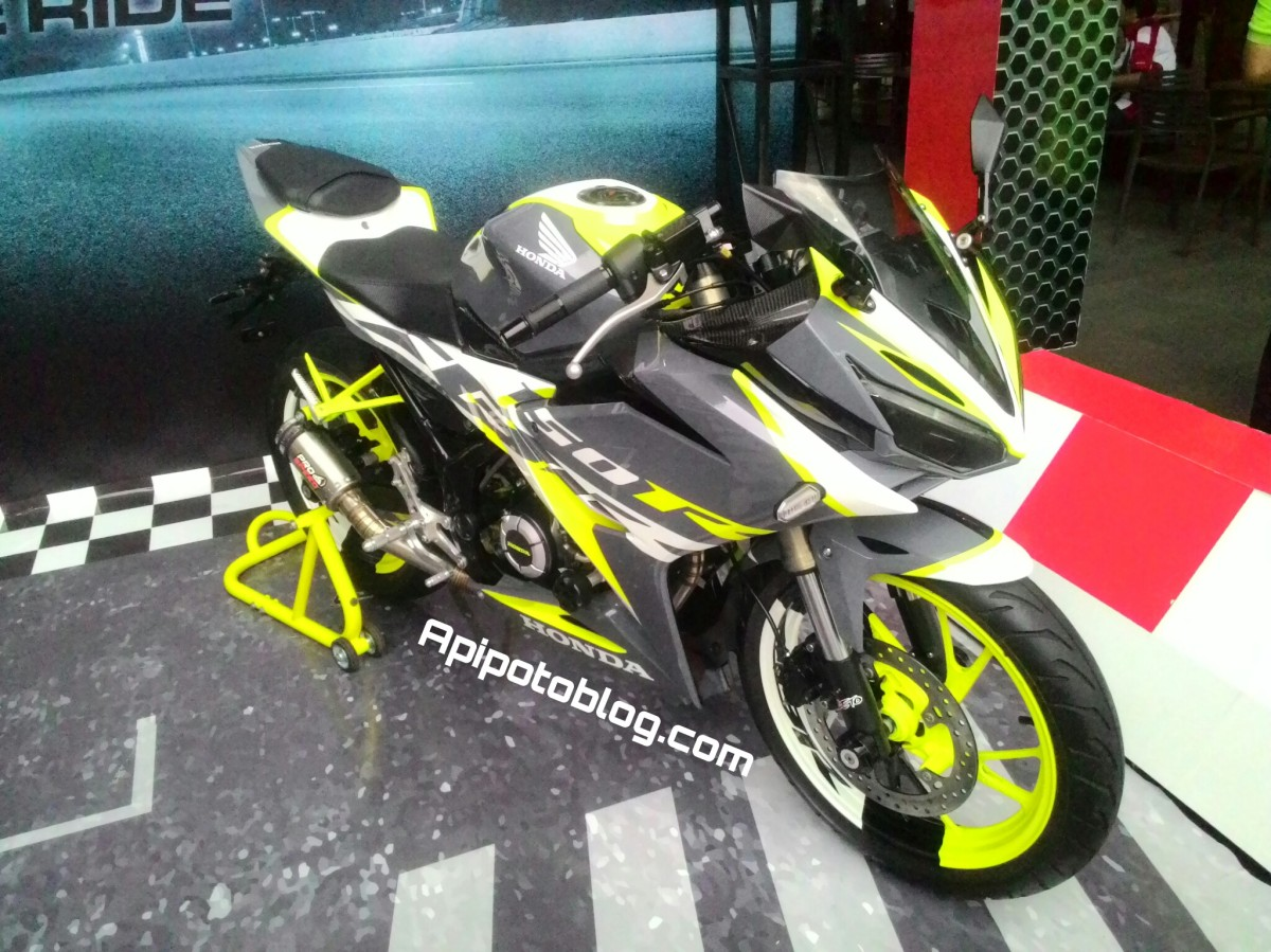 Modifikasi New CBR150R Makin Eyechating Dengan Hijau Stabilo