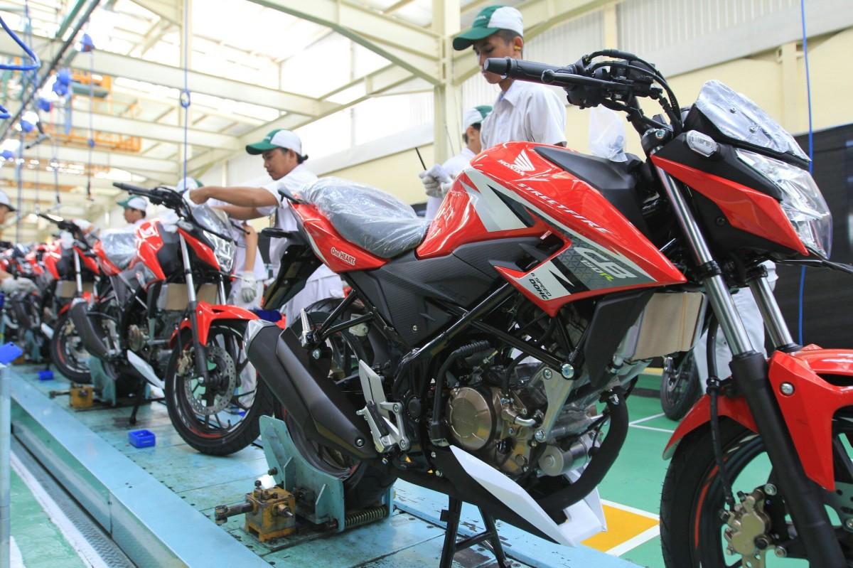 Ujug-Ujug Honda Meng Update All NEW CB150R Dengan Warna Baru plus Visor Baru juga..!